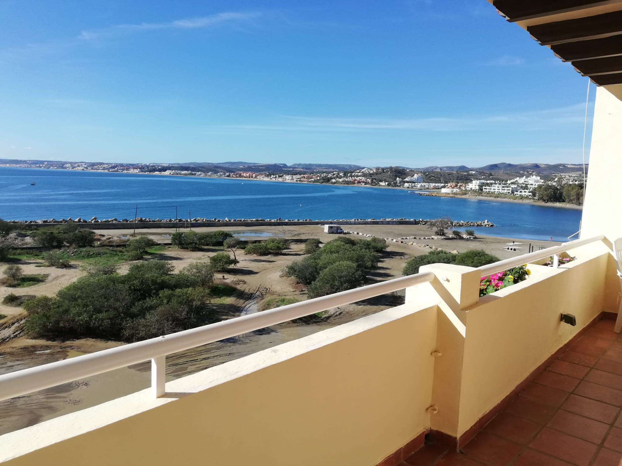 2 bedroom seafront apartment in Estepona with views of Gibraltar - mibgroup.es