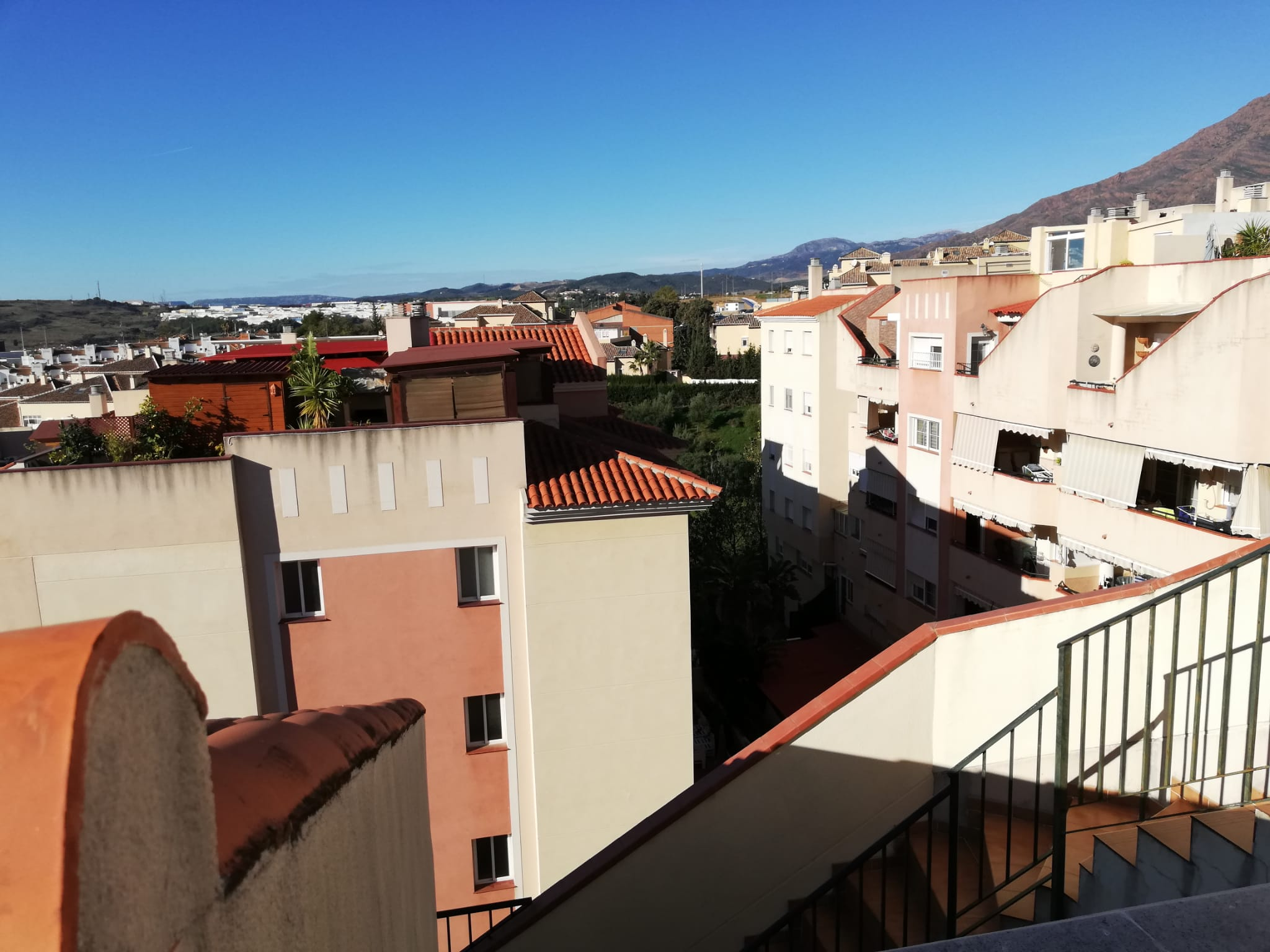 3 bedroom penthouse with sea views in the center of Estepona - mibgroup.es