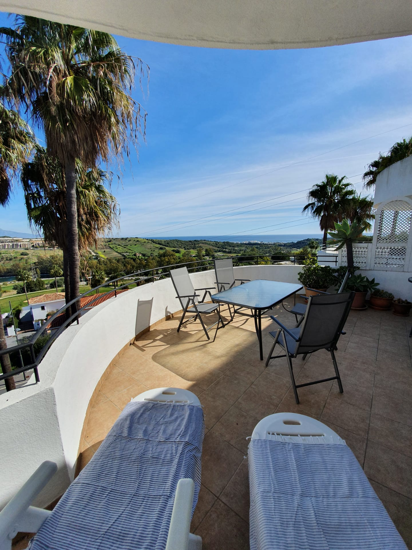 Apartment with sea views in Estepona Golf - mibgroup.es
