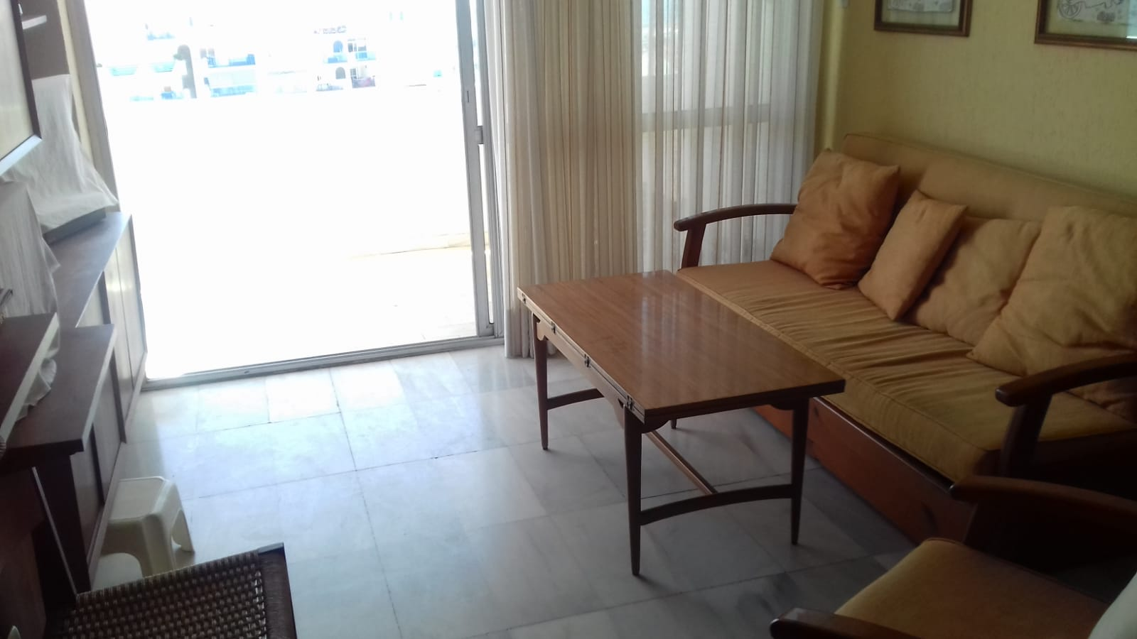 2 bedroom apartment in the port of Estepona with sea views for rent - mibgroup.es