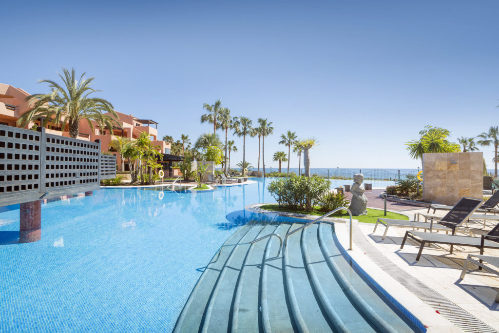 Two bedroom sea view luxury apartment in Estepona - thumb - mibgroup.es