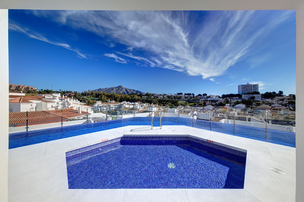 Two Bedroom Apartment in Nueva Andalucia - mibgroup.es