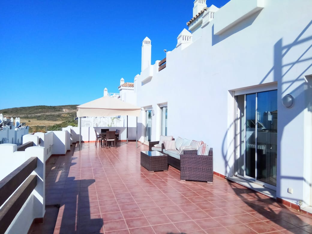Stunning penthouse in golf camps of Estepona - mibgroup.es